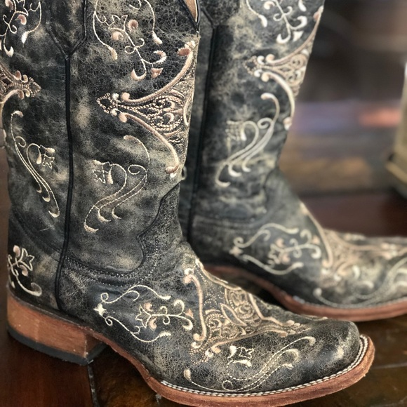 8d668b3197a CircleG women39s embroidered western boots Need help to